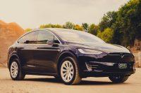 Tesla Model X90D Miete mieten leihen Leihwagen Autoverleih Autovermietung schwarz SUV Steinbruch Aachen Offroad Sand Abend Dämmerung greenspeed emobility