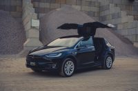 Tesla Model X90D Flügeltüren geöffnet falcon wings mieten Miete Mietwagen leihen schwarz greenspeed Aachen Deutschland