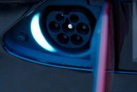 Tesla Model X90D mieten leihen Leihwagen Mietwagen Autovermietung Autoverleih Laden Supercharger Connector Ladebuchse Lademöglichkeit Ladeanschluss Stecker Ladestecker Verbindung Aachen Deutschland Tesla-Händler emobility Deutschland Aachen