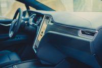 Tesla Model X90D mieten kaufen fahren leihen Leihwagen Mietwagen Abachi Holz Armaturenbrett Armatur Dekor matt Pflege Interieur Ausstattung Extras Aachen Deutschland Tesla-Händler emobility